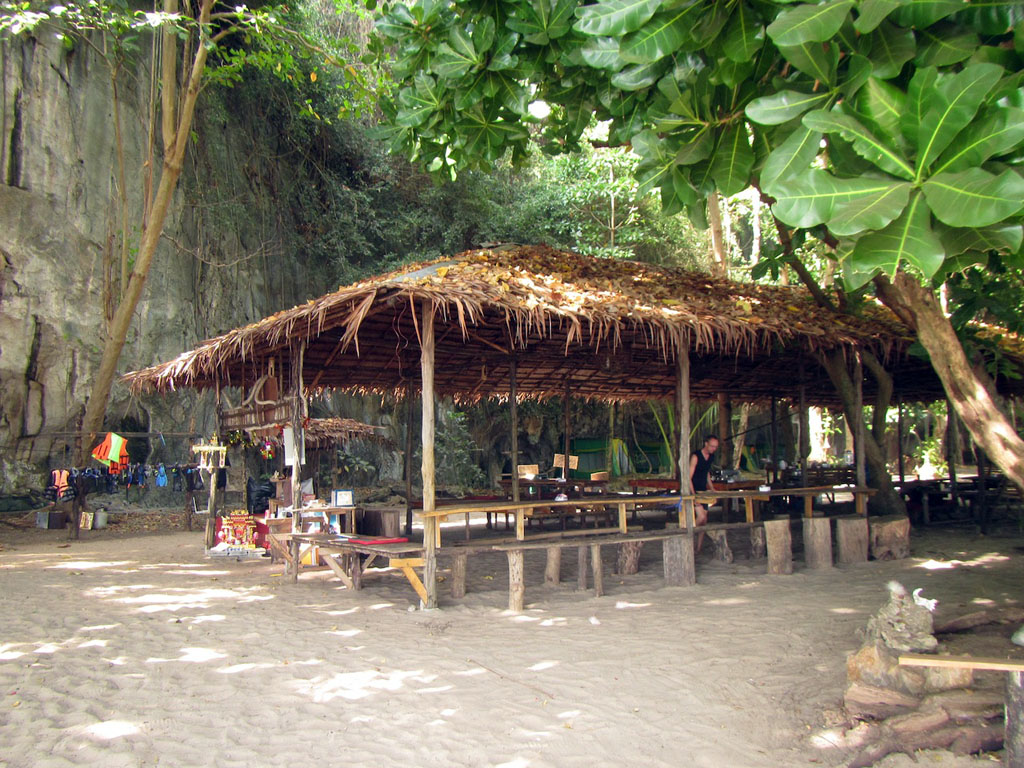 06 Camping thailand beach - the dining room, Koh Laoliang