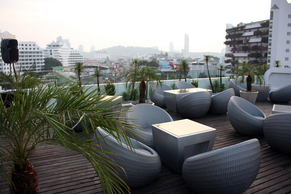 Hotel Baraquda rooftop bar, Pattaya Beach