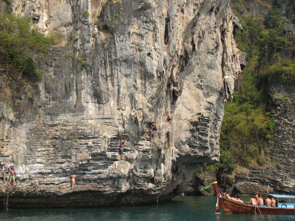 04 Count the climbers - deep-water soloing at Koh Poda