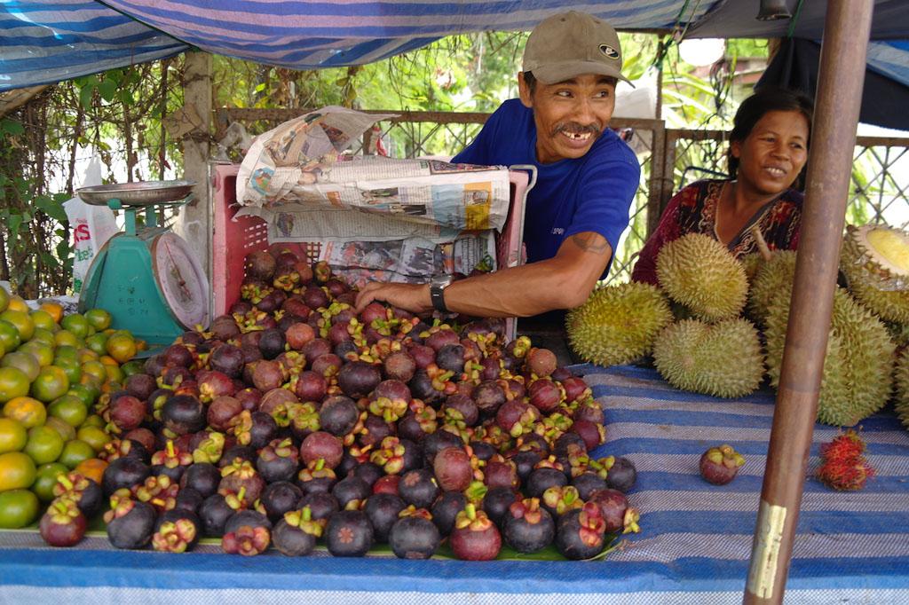 05 Mangosteen market stall