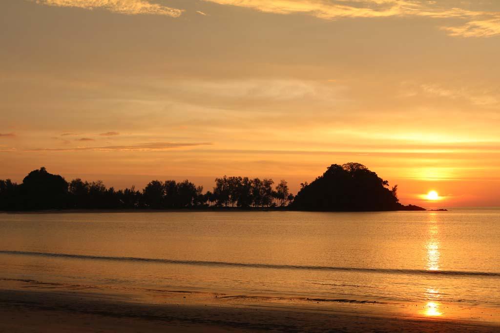 Moken Eco Village Thailand huts on beach sunset_3505