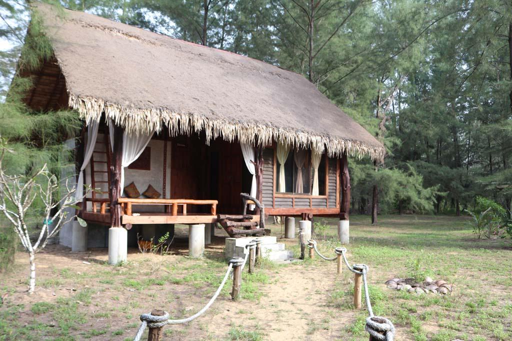 Moken Eco Village Thailand huts on beach_3491