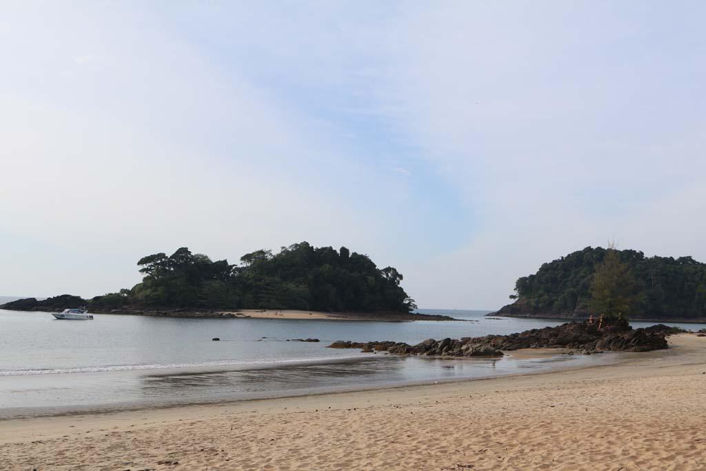 Moken Eco Village Thailand huts on beach_3495