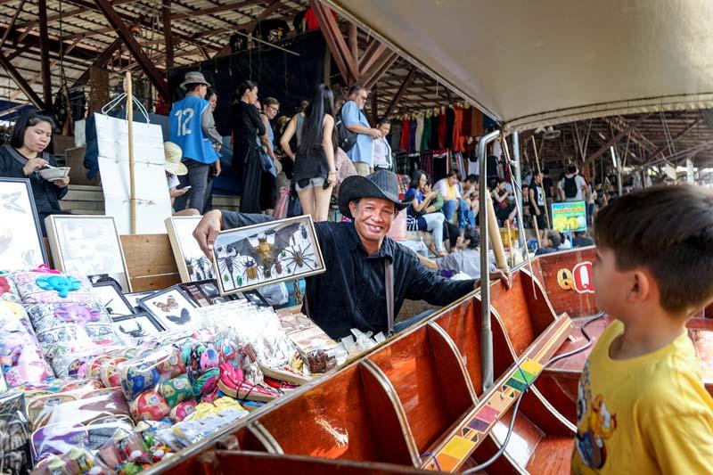 Bangkok-with-Kids-longtailboat-DamoenSaduakFloatingMarket-souvenirs