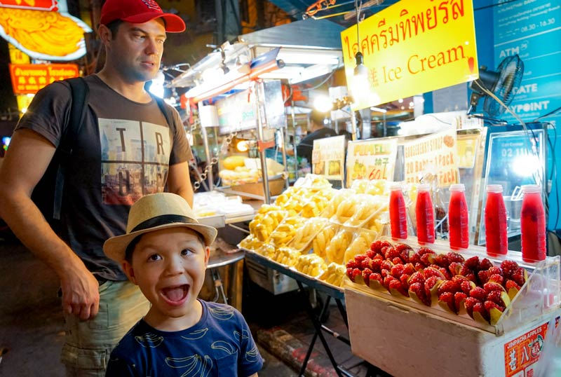 Bangkokwithkids-Chinatown-fruitstand-pomelo-pemmisson-boy-icecream