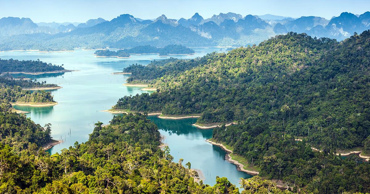 birdeye-view-ratchaprapha-dam-khao-sok-360753998
