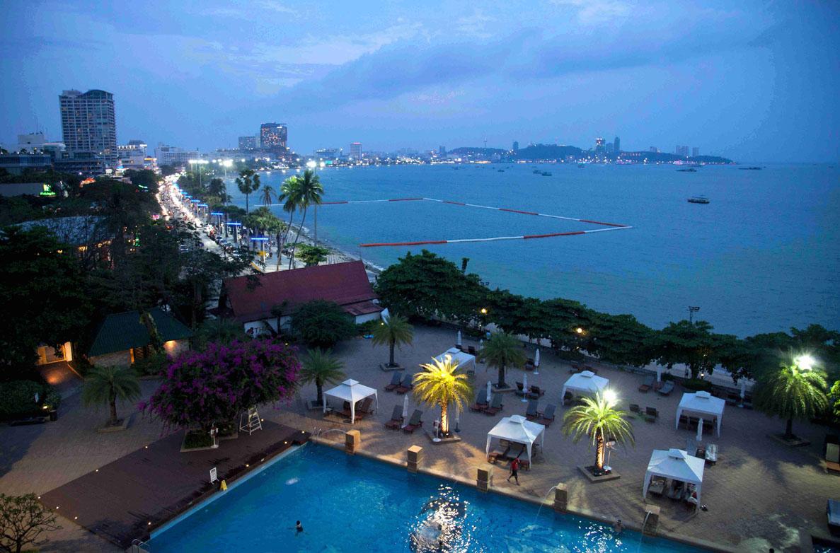 Pattaya Bay at dusk