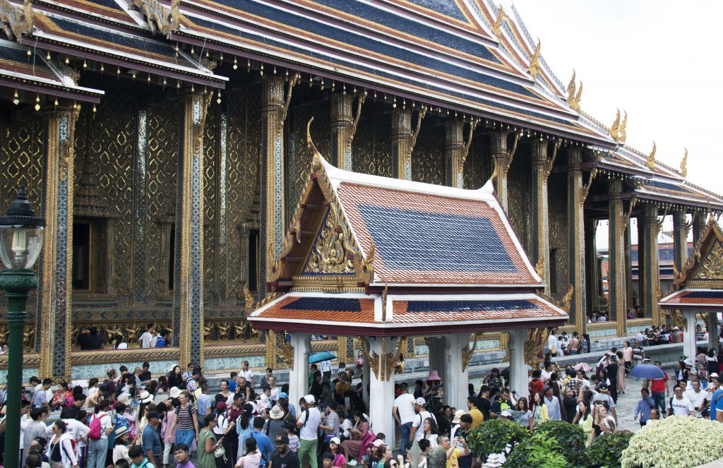 The-crowds-outside-the-Ordination-Hall-housing-the-Emerald-Buddha