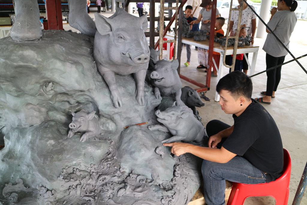 Chiang Rai White Temple Tham Luang statue_4850