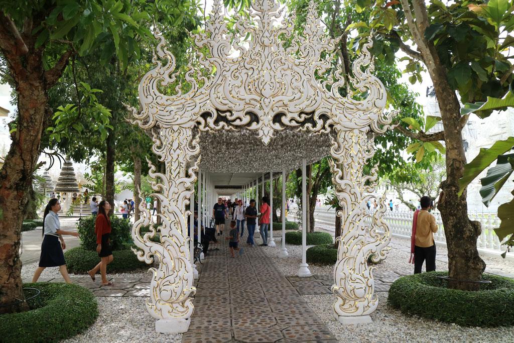 Chiang Rai White Temple walkway_4821