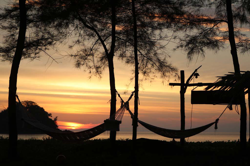 Moken Eco Village Thailand huts on beach sunset_3509