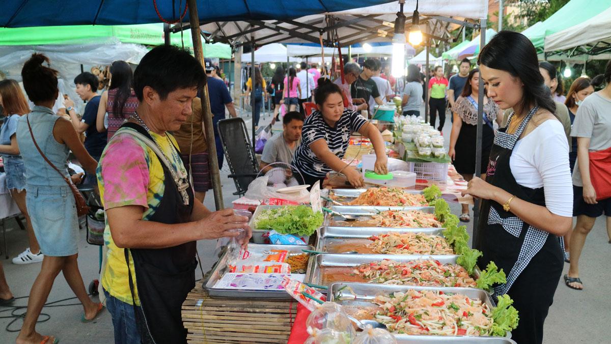 Thailand Cycling tour Chiang Rai Walking Street
