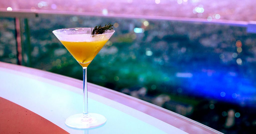 Bangkok-Best-rooftop-Bars-SkyBar-cocktail-2